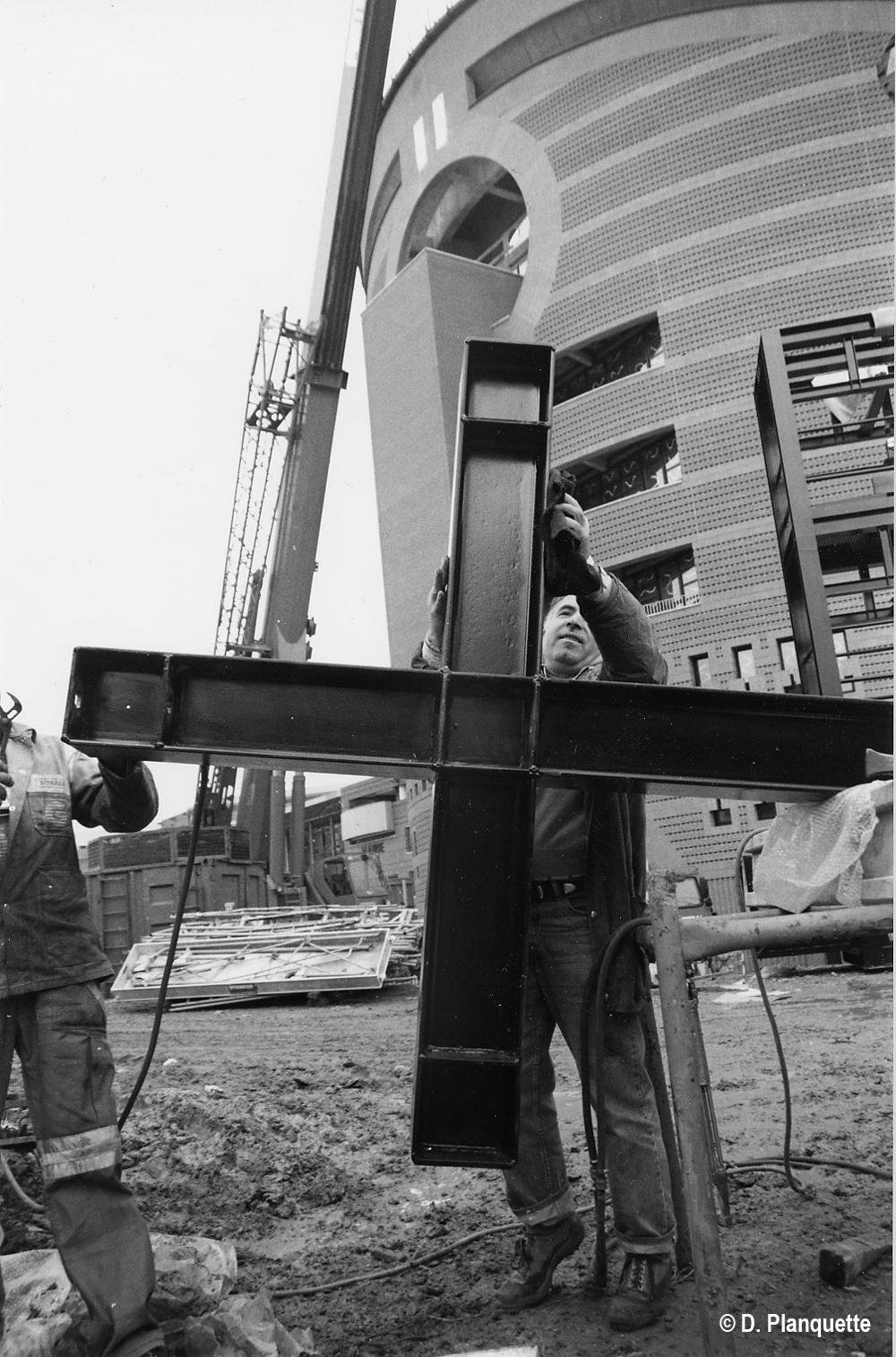 Cathédrale d'EVRY: nettoyage de la croix extérieure